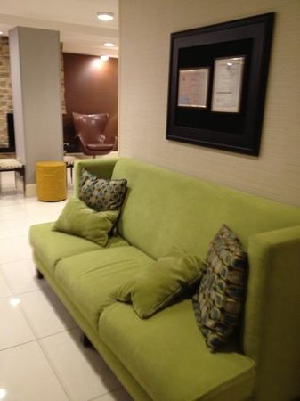 Fairfield Inn & Suites Atlanta Downtown : back lobby