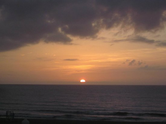 Econo Lodge on the Ocean: Sunrise from balcony