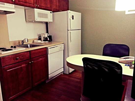 Extended Stay America - Fort Lauderdale - Cypress Creek - Park North: Kitchen Area