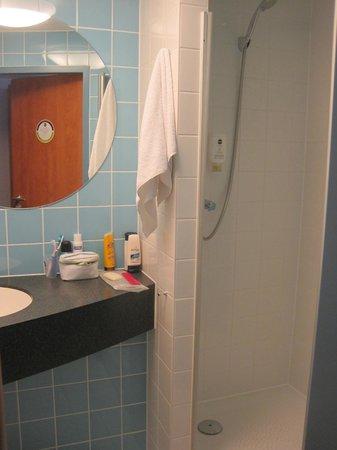 B&B Hotel Nuernberg-City: baño