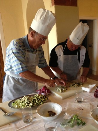 Hotel Borgo Casabianca: Our dads cooking