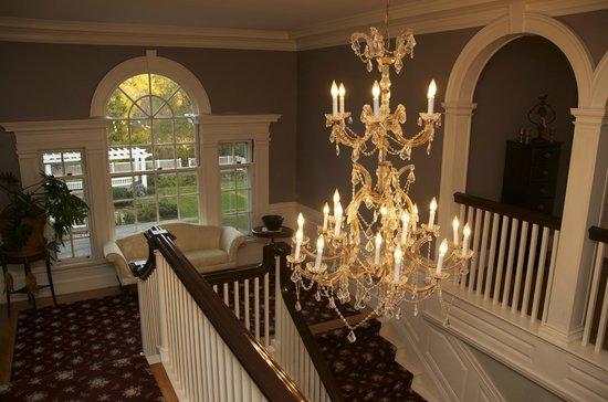 The White House Inn: Grand Staircase