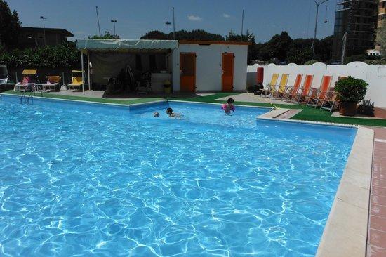 Hotel Avila In: la piscina è fantastica