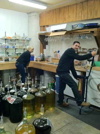 Syracuse, NY: Bottling and corking their wine