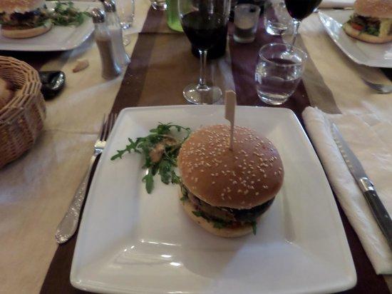 Logis Auberge Du Chateau : le burger foie gras,canard