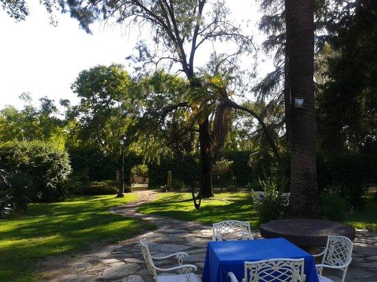 Hotel Cortijo El Esparragal : Jardín donde se dió el aperitivo a los invitados