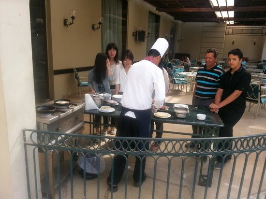 Grand Pyramids Hotel: Omlet table