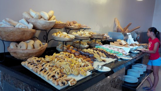 Hard Rock Hotel & Casino Punta Cana: Lot's of sweets at breakfast!