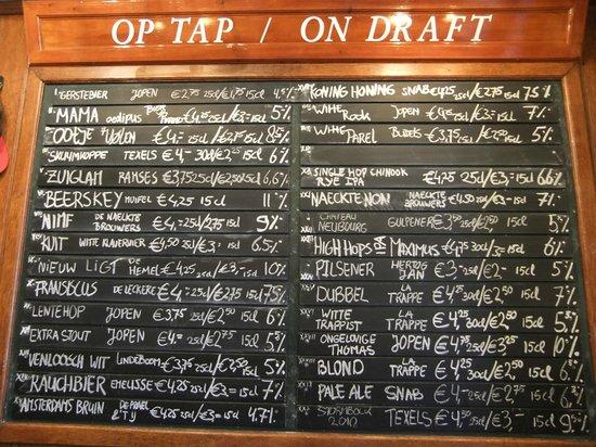 Beer Tasting Room Arendsnest: 30 Dutch only beers on tap, more in bottle