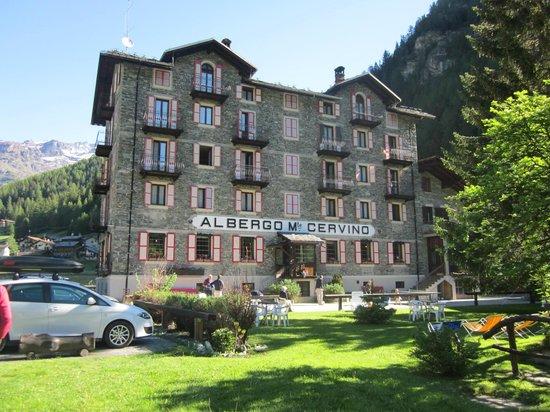 Hotel Monte Cervino: la struttura dall'esterno