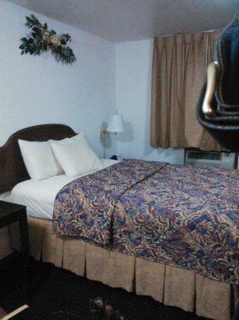 Mack's Motel: Bedroom