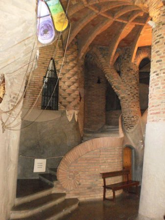 Catalunya Bus Turistic: Interior de la Cripta.
