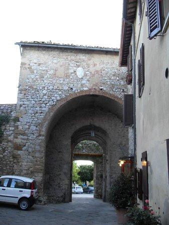 Residenza d'Epoca La Costa: La porta di Montefollonico