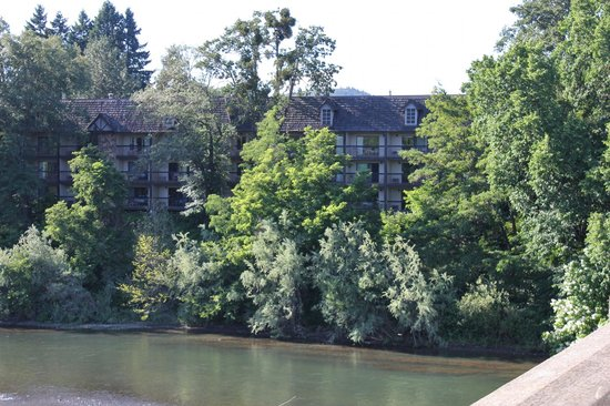 The Riverside Inn from the bridge