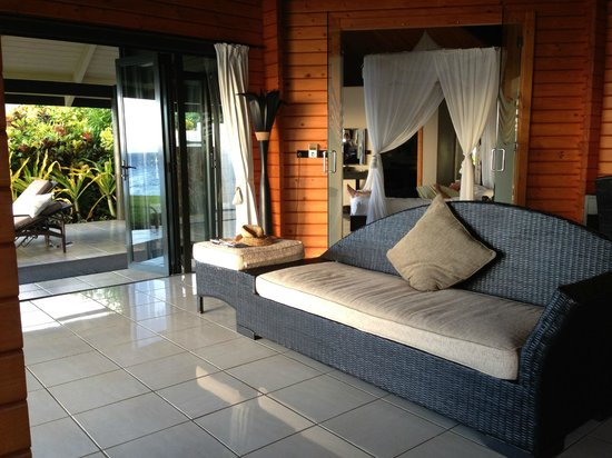 Taveuni Island Resort & Spa: one of the day beds in separate living area