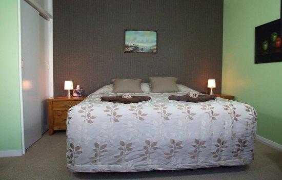 Wellesbourne Homestay B&B: The Queen Room