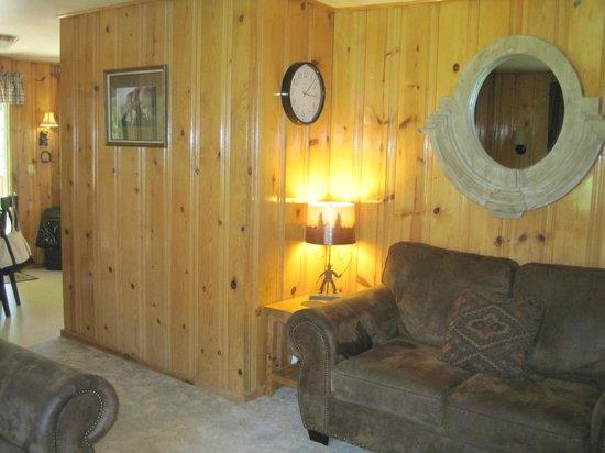 Flying Arrow Resort: Living room