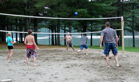 Maine Lakeside Cabins : Vollyball area