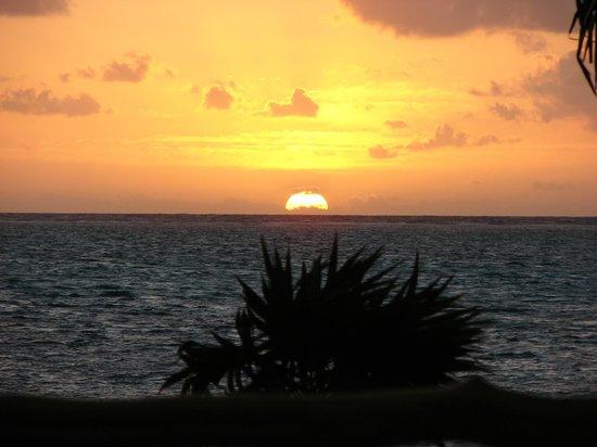 La Perla Del Caribe: The view on the beach at daybreak.