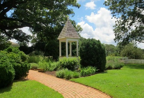 James Monroe's Highland: In the garden