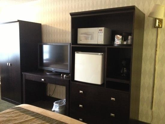Quality Inn: newer furniture with microwave and fridge