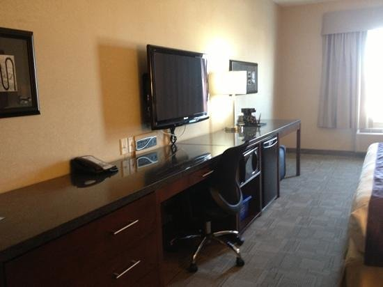 Days Inn - Regina Airport West: with microwave and fridge