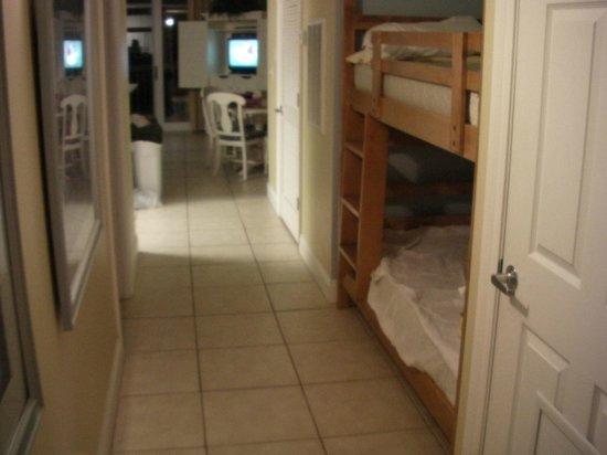 Calypso Resort & Towers: hall with bunks