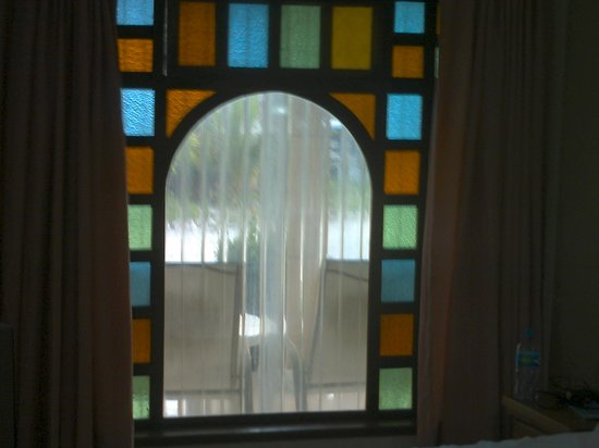Cabanas Maria Del Mar: Window in our room looking onto hotel grounds