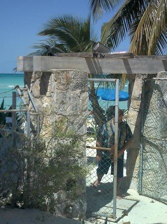 Cabañas Maria del Mar: Gateway to the beach