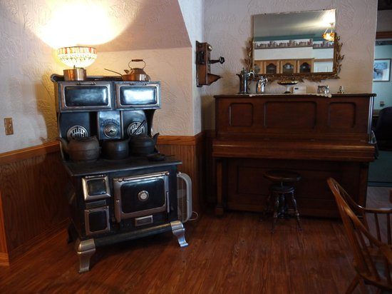 Beaver Valley Lodge: Antiques