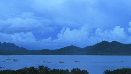 Apartelle de Gabrielle : coron bay before 6 am. can be seen from restaurant