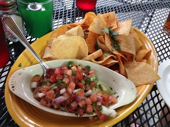 Slackwater Pub & Pizzeria: Fresca chips n salsa