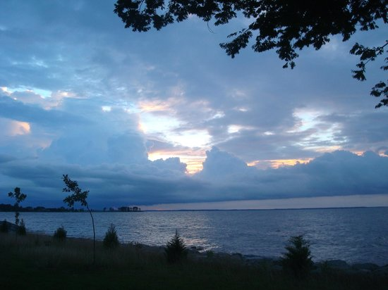 Black Walnut Point Inn: sunrise over Choptank River