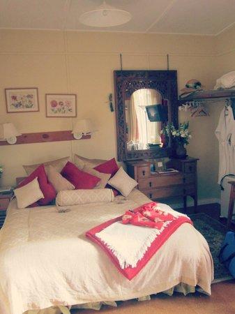 Bethells Beach Cottages: Bedroom