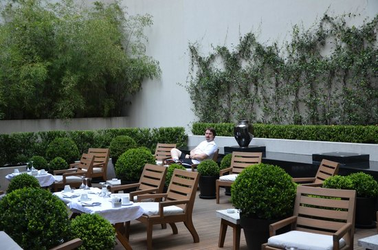 Serena Hotel : Area externa