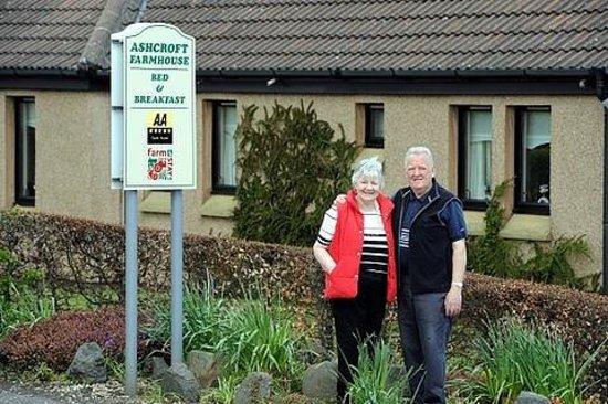 Ashcroft Farmhouse: Elizabeth & Derek