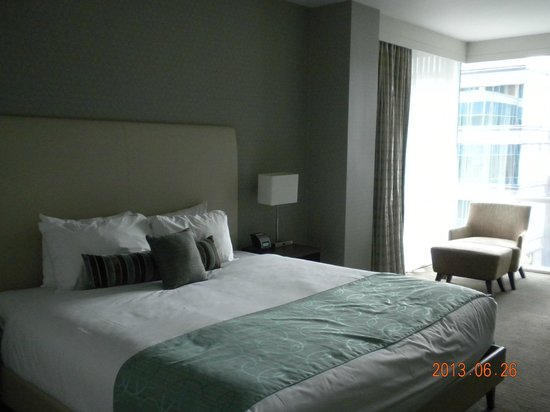 Coast Coal Harbour Hotel by APA : Comfy king-size bed
