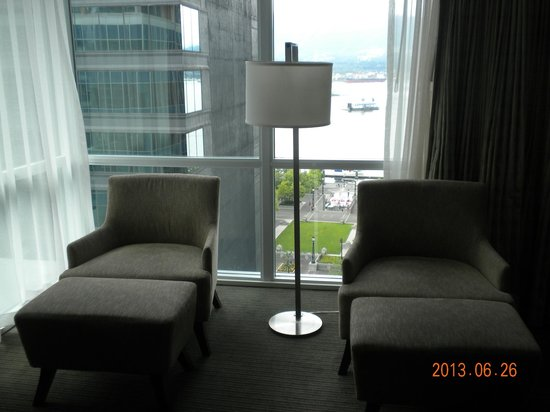 Coast Coal Harbour Hotel by APA : Nice to have two chairs, which we promptly turned to face the window!