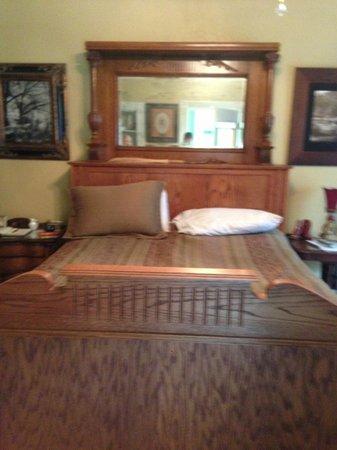 Azalea Inn Bed and Breakfast: Room