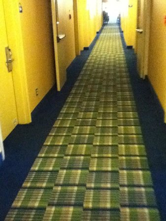 Days Inn by Wyndham Geneva/Finger Lakes: Hallway