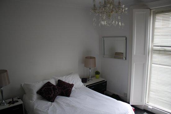 Camden Regents Apartments: Bedroom/dineroom