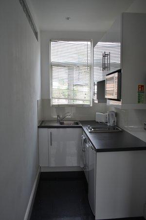 Camden Regents Apartments: Kitchen