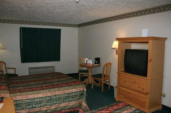 Super 8 EL Paso IL: TV / Table area