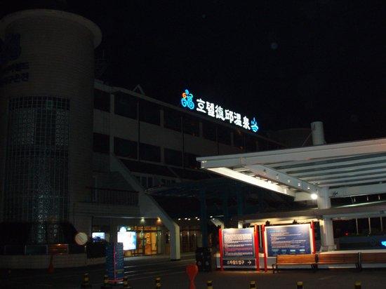 Dukgu Oncheon Resort Hotel: 最初の日は、カニで遅くなって、温泉に着いたのはヨル!