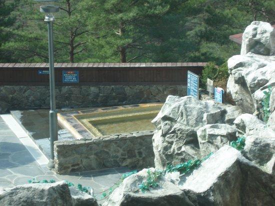 Dukgu Oncheon Resort Hotel: スーパーワールドの露天風呂