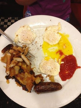 Roxy Delicatessen : eggs, sausage and home fries (mush)