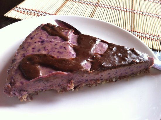 Mantras Veggie Cafe and Tea House: raw berry pie