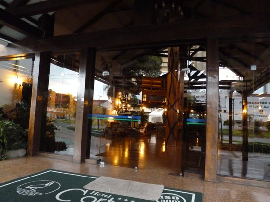 Hotel Cortez: Entrada