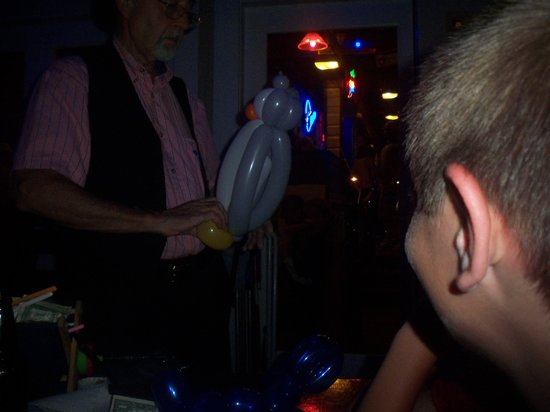 Joe's Crab Shack : Man doing balloon animals... he charges $1-$3 per animal.  WTH?