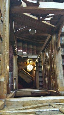 Glen Iris Inn: stairs